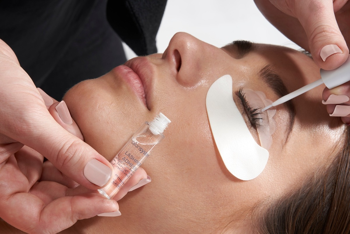 Lashlift LVL style training courses, Eyebrow courses, Brow shaping, Lash Extensions